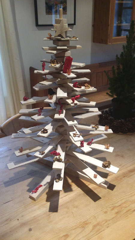 How to make your own Christmas tree from wood